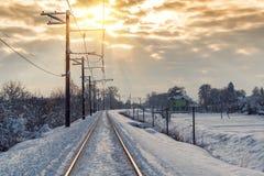 De spoorweg in de sneeuw stock foto's