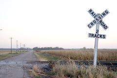 De spoorweg van de landweg kruising Royalty-vrije Stock Afbeeldingen