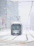 De Spoorweg van Toyama en de stad van Toyama in sneeuwdag Stock Afbeeldingen