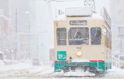 De Spoorweg van Toyama en de stad van Toyama in sneeuwdag Royalty-vrije Stock Foto