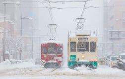 De Spoorweg van Toyama en de stad van Toyama in sneeuwdag Stock Foto