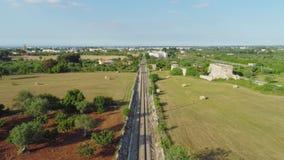 De spoorweg in de vlucht van de gebiedshommel 4k stock footage
