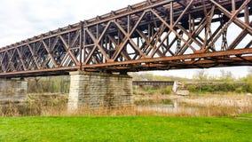 De spoorwegbrug die van de ijzerbundel een rivier overspannen Royalty-vrije Stock Afbeelding