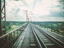 De spoorwegbrug over de rivier Royalty-vrije Stock Afbeeldingen