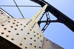De spoorwegbruggen van het schroefstaal op sterkte worden gebaseerd die royalty-vrije stock foto's