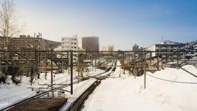 De spoorwegrubriek naar de stad van Otaru is behandeld met sneeuw Na een gebied van blizzardhokkaido werd de trein geannuleerd royalty-vrije stock foto