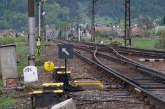 De sporen die van de spoorweg elkaar kruisen royalty-vrije stock afbeelding