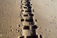 De sporen van de band in het zand Royalty-vrije Stock Afbeelding