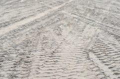 De sporen van de band op het strand Royalty-vrije Stock Fotografie