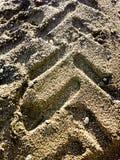 De sporen van de band op zand Royalty-vrije Stock Afbeeldingen
