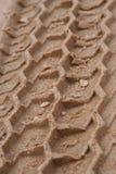 De sporen van de band in zand Royalty-vrije Stock Afbeelding