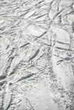 De sporen van de ski in sneeuw. Royalty-vrije Stock Afbeeldingen