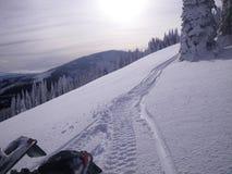 De sporen van de sneeuw in de bergen Royalty-vrije Stock Foto