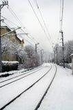 De Sporen van de spoorweg die in Sneeuw worden behandeld royalty-vrije stock afbeelding