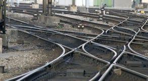 De sporen van de spoorweg: Verbinding Stock Foto