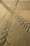 De sporen van de tractor en van de auto. Royalty-vrije Stock Foto