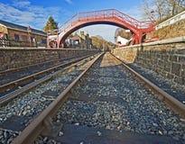 De sporen van de trein bij een oude post Royalty-vrije Stock Afbeeldingen