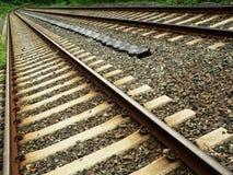 De Sporen van de trein in Diagonaal Perspectief Stock Foto's