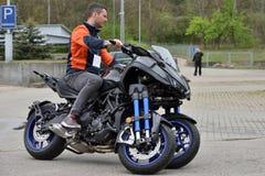 De Sport die van Yamaha Niken Multi†'reist Wielmotorfiets stock afbeeldingen