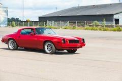 De Sport van Chevrolet Camaro gaat onderaan de straat Royalty-vrije Stock Afbeelding