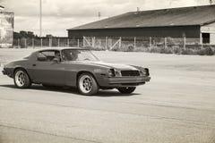 De Sport van Chevrolet Camaro gaat op straat Royalty-vrije Stock Afbeelding