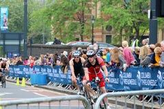 De sport van de triatlon triathletes het gezonde oefening cirkelen Stock Fotografie