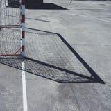 De sport van het voetbalvoetbal in de straat stock foto