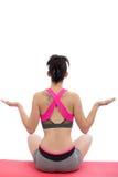 De sportieve vrouw het praktizeren yogalotusbloem stelt, achtermening Stock Foto