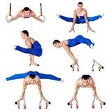 De sportman voert moeilijke oefening in artistieke gymnastiek uit Stock Afbeelding