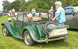 De Sportwagen van Mg bij Kasteel Ripley. Stock Afbeelding