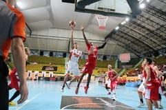 De sprong van Chanachonklahan #91 aan het schot in een ASEAN-Basketballiga  Stock Foto