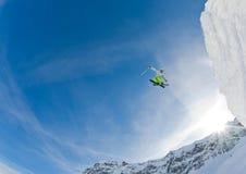 De sprong van de skiër Stock Fotografie