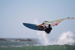 De sprong van Windsurfer Stock Foto