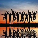 De sprongteam van het silhouet. Stock Foto