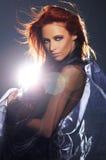 De spruit van de manier van een jonge en sexy redhead vrouw royalty-vrije stock foto's