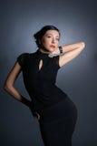 De spruit van de manier van een jonge vrouw in een avondjurk Stock Fotografie
