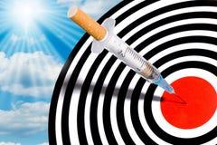 De spuit van de sigaret in doel Royalty-vrije Stock Foto