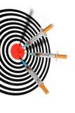 De spuit van de sigaret in doel Royalty-vrije Stock Foto's
