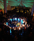 De staafmenigten van het centrum met mensen bij partij SFMOMA Royalty-vrije Stock Fotografie
