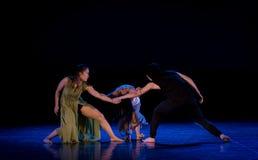 De staat van confrontatie 3-handeling 2: Dromenland van de driehoeks het relatie-moderne Dans stock fotografie