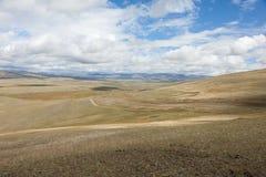 De staatsgrens tussen Rosiey en Mongolië in Altai Mounta stock foto