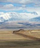 De staatsgrens tussen Rosiey en Mongolië in Altai Mounta royalty-vrije stock foto's