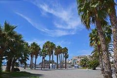 De stad Almunecar in Spanje, panorama van de kusttoevlucht royalty-vrije stock afbeelding