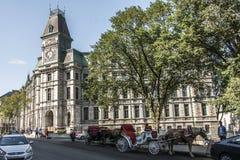 De Stad Canada 13 van Quebec 09 2017 Paard getrokken vervoer voor klokketoren die de Historische Erfenis van Districtsunesco bouw stock afbeeldingen