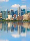 De Stad de V.S. van New York, de stad in   gebouwen Royalty-vrije Stock Afbeeldingen
