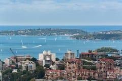 De stad en de baai van Sydney van hoogte Stock Foto's