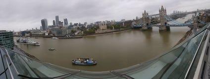 De stad en de rivier Royalty-vrije Stock Fotografie