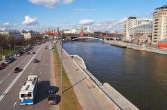 De stad en de rivier van Moskou. Royalty-vrije Stock Foto's