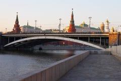 De stad en de rivier van Moskou. Stock Fotografie