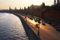 De stad en de rivier van Moskou. Stock Afbeelding
